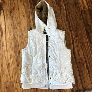 American Eagle quilted vest